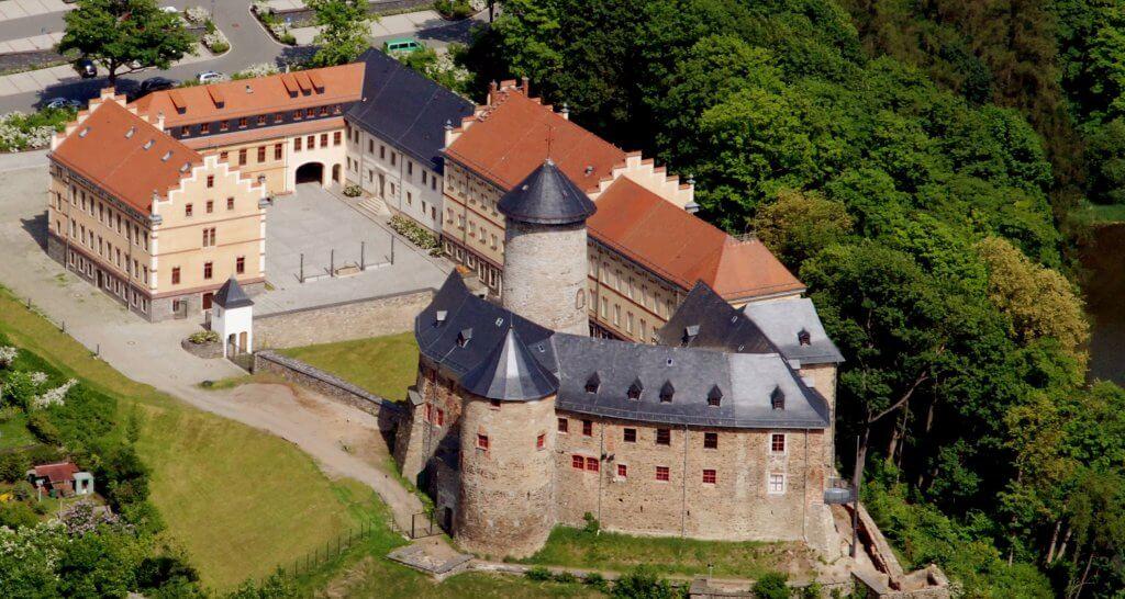 Luftbild des Schloss Voigtsberg